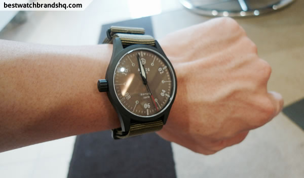 aevig corvid mk2 wrist shot 1