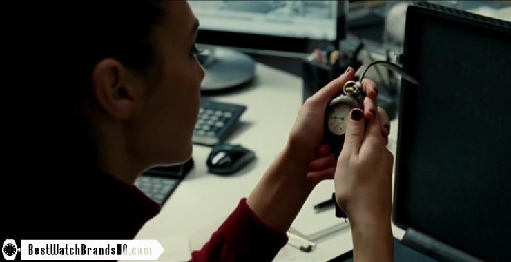 Gal Gadot Holding Pocket Watch In Wonder Woman