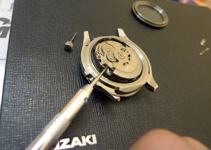 Lift Seiko Movement Out Of Case